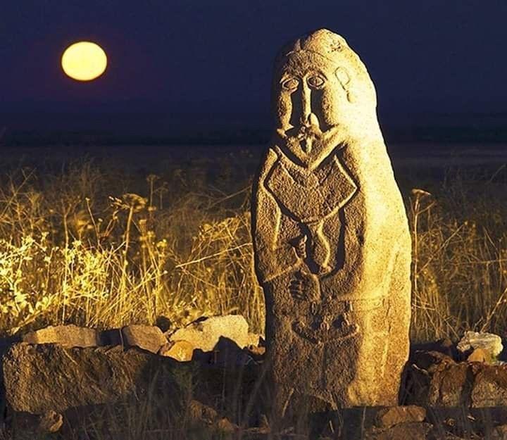 İTİRİLMİŞ MƏDƏNİYYƏTLƏRİN SİRRİ, 6-cı yazı: Dunay – Dan Ay, Tan tanrı – Ay kağan